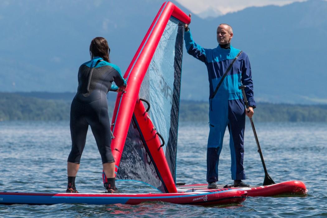 Alles unter Aufsicht beim Lightriding: Langsam hochziehen und Gleichgewicht halten.  Foto: World of Windsurfing e.V./Matthias Kuhn