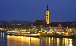 Christkindlmarkt auf dem Schiff und auf der Donaupromenade in Vilshofen. © Tourist-Information Passauer Land
