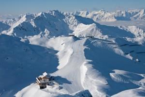 Die Wedelhütte (im Vordergrund) zählt zu den Top-Hütten im Alpenraum.