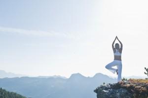 Yoga vor der spektakulären Kulisse der Zauchenseer Bergwelt. Foto: Liftgesellschaft Zauchensee