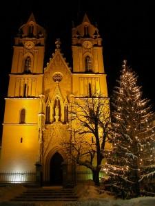 Adventmarkt vor der Stiftskirche in Admont.