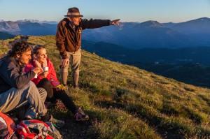 Bergfrühling mit Almbutler und Almrausch