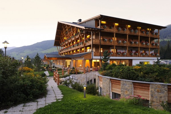 Das Kur- und Sporthotel Bad Moos liegt am Eingang des Fischleintal. Foto: Bad Moos.