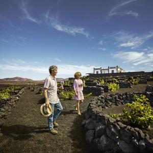 Zu Fuß auf Entdeckungstour im Weinanbaugebiet La Geria auf Lanzarote. Foto: Promotur Turismo de Canarias