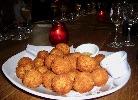 Alle lieben Bitterballen. Die hier sind aus der Jopen-Brauerei