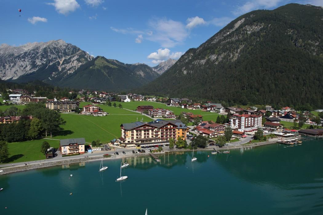 Direkte Lage am Achensee: Hotel Post.