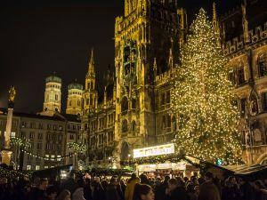 Christkindlmarkt am Marienplatz in München.