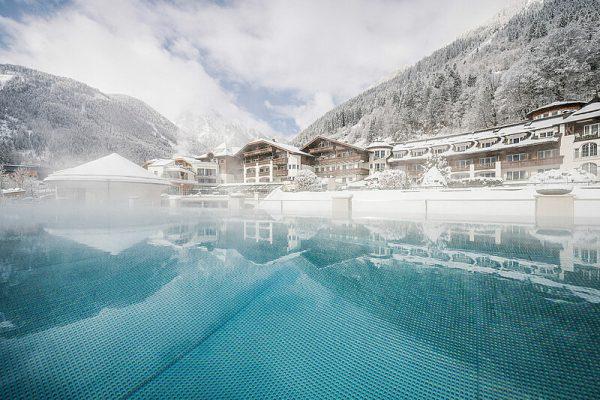 csm_sportbecken-aussen-winter-stock-resort-01_e3633664f1
