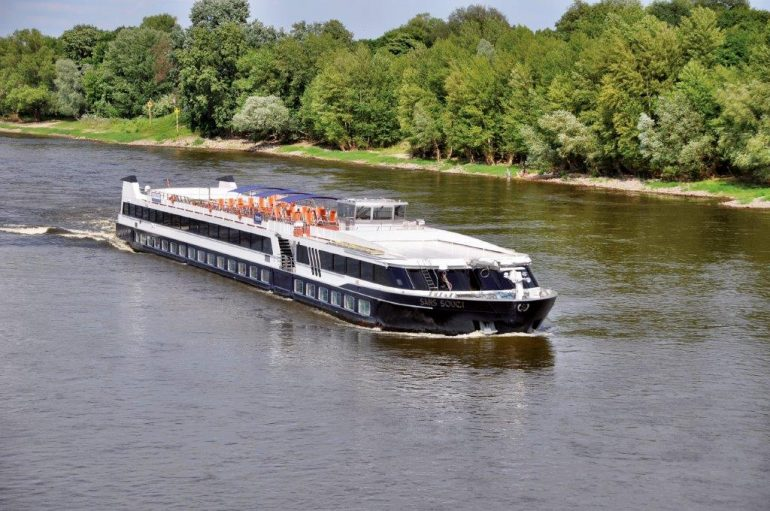 MS Sans souci auf der Elbe Pressefoto: Plantours Kreuzfahrten