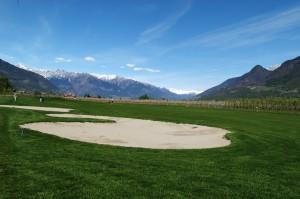 Fairway des Golfclub Lana unterhalb der Burg Brandis.