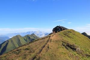 Die Gamskarkogelhütte ist eine der ältesten Bergsteigerhütten der Ostalpen, sie liegt auf einer Höhe von 2.467 Metern. © Gasteinertal Tourismus