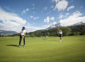 Auf dem Golfplatz Urslautal bekommen Löwe-Gäste 25 Prozent Greenfee-Ermäßigung.