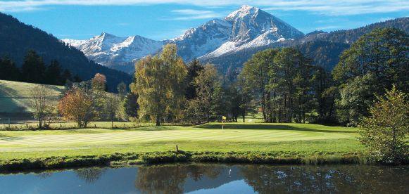 Auf einem Hochplateau über dem Salzachtal, liegt die 18 golfinfo_GC_GoldeggLoch-Golfanlage Goldegg.