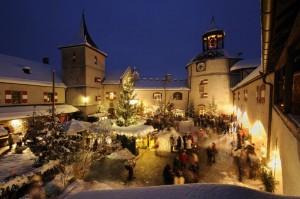Adventmarkt im Burghof der Erlebnisburg Hohenwerfen