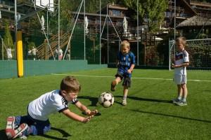 Auf den Spuren von Jogi Löws Weltmeistern: Kids beim Kick