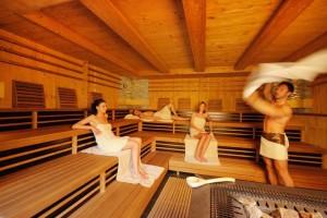 """image018In den  Saunen des Golf & Spa-Resorts sorgen sogar zwei """"Aufguss-Weltmeister"""" für die richtige Temperatur"""