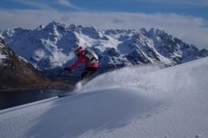 Adrenalin pur: Skispaß auf den Lofoten vor der norwegischen Küste.
