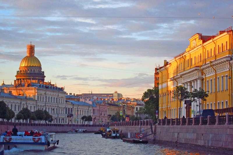 Weiße Nächte in St. Petersburg auf dem Moika-Kanal