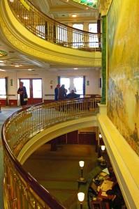 Die Lobby der MS Deutschland