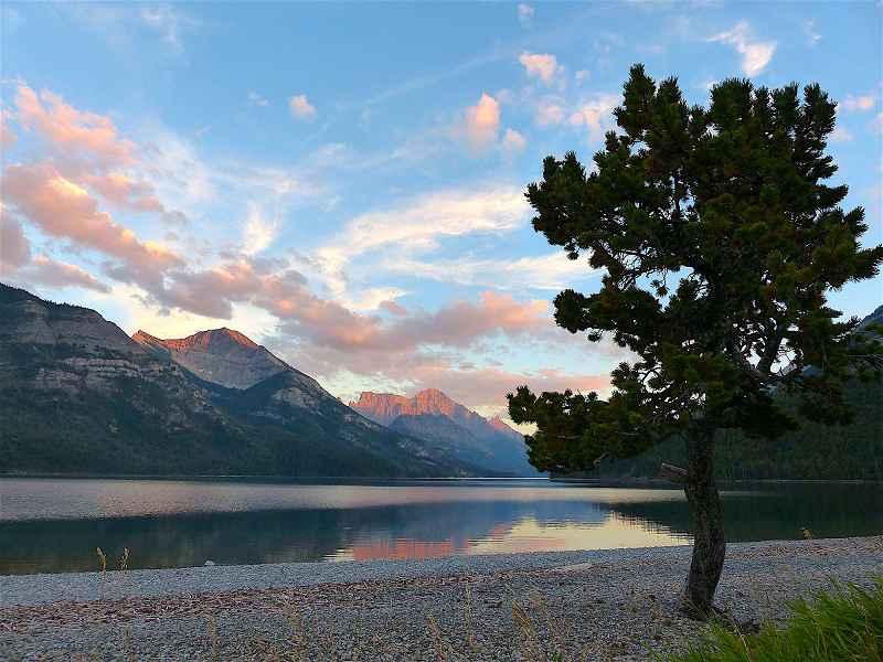 k-Abendstimmung am Waterton Lake Alberta