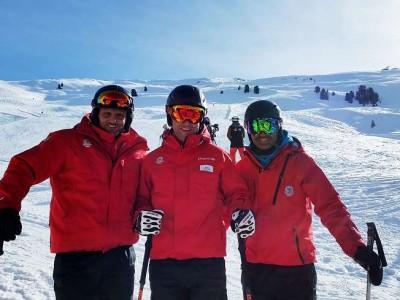 Skischulleiter Rainer Schultes (Mitte) mit Kollegen
