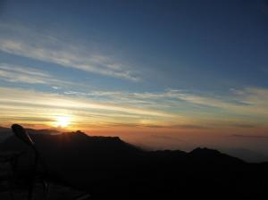 Sonnenuntergang am Adam´s Peak (c) Iva Simova