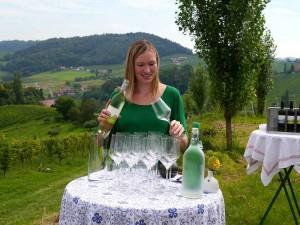 k-Tamara Kögl bei einer Weinprobe in ihrem Weinberg in der Südsteiermark _Renate Wolf-Götz