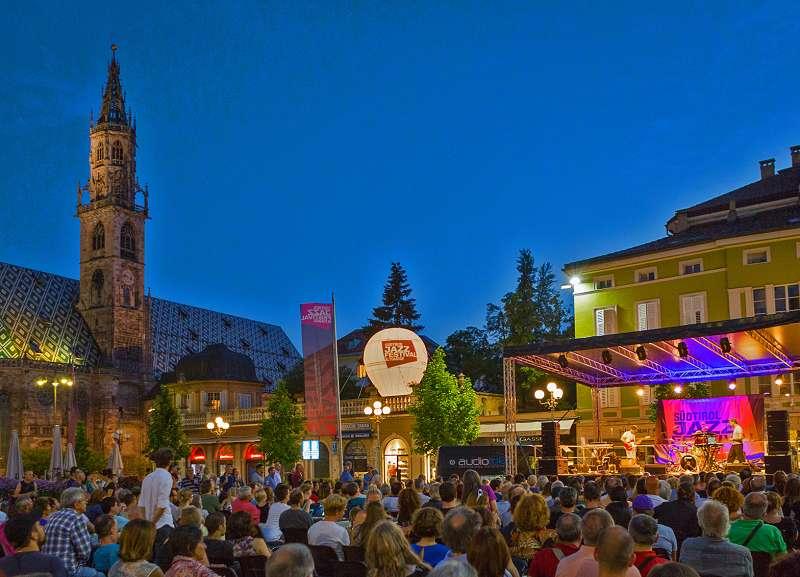 Der Waltherplatz in Bozen als Konzertsaal | (c) SJF
