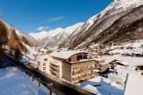 """Ski, Wellness oder Alpenyoga im """"Home of James Bond"""""""