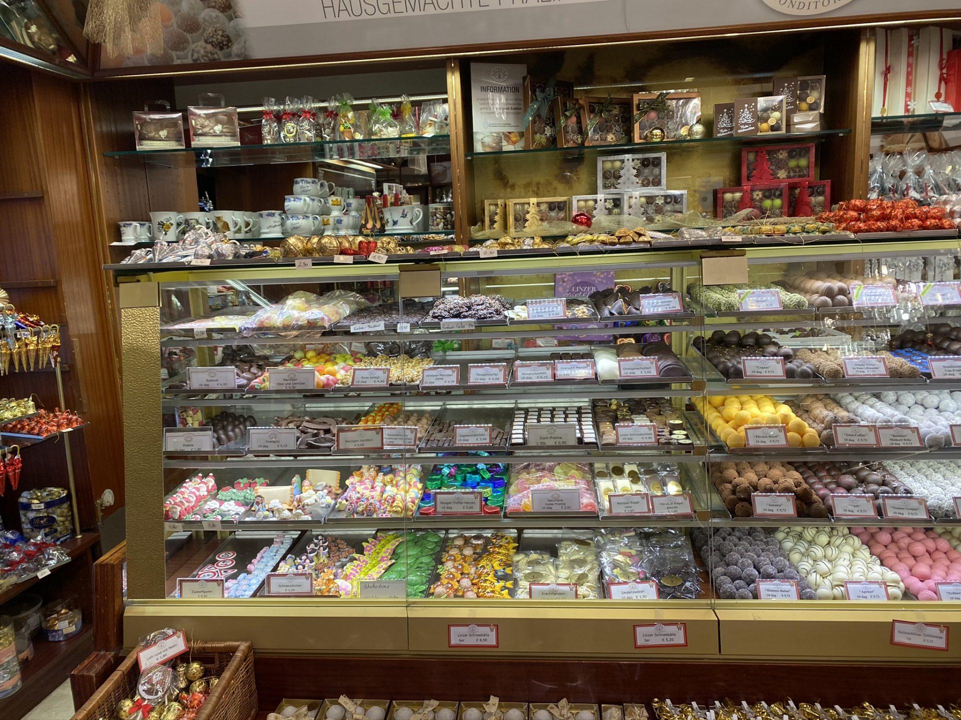 Blick in das berühmte Cafe Jindrak, wo es auch Linzer Torte gibt