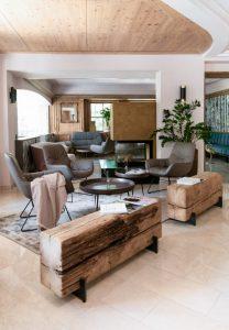 Die Lobby des Hotels - der Urlaub kann starten. Die Wintersaison soll Mitte Dezember beginnen. Bild: Ute Niedermayr/Zillertalerhof Alpine Hideaway