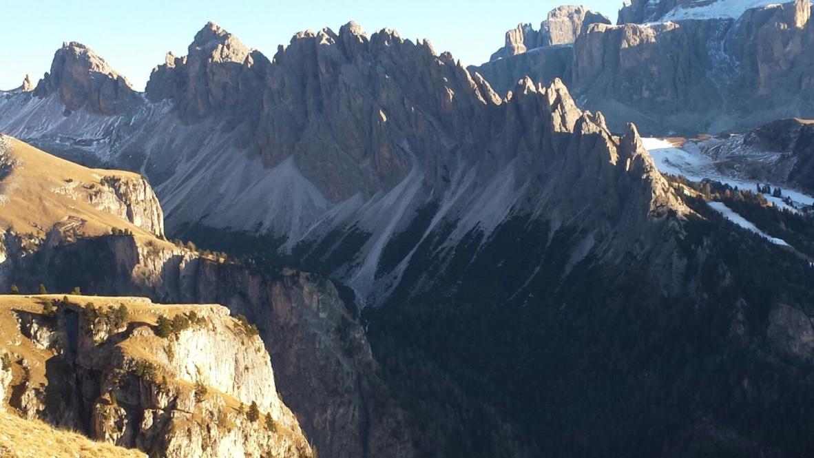 Die Cir-Spitzen oberhalb von Wolkenstein, Foto: Peter Runggaldier.