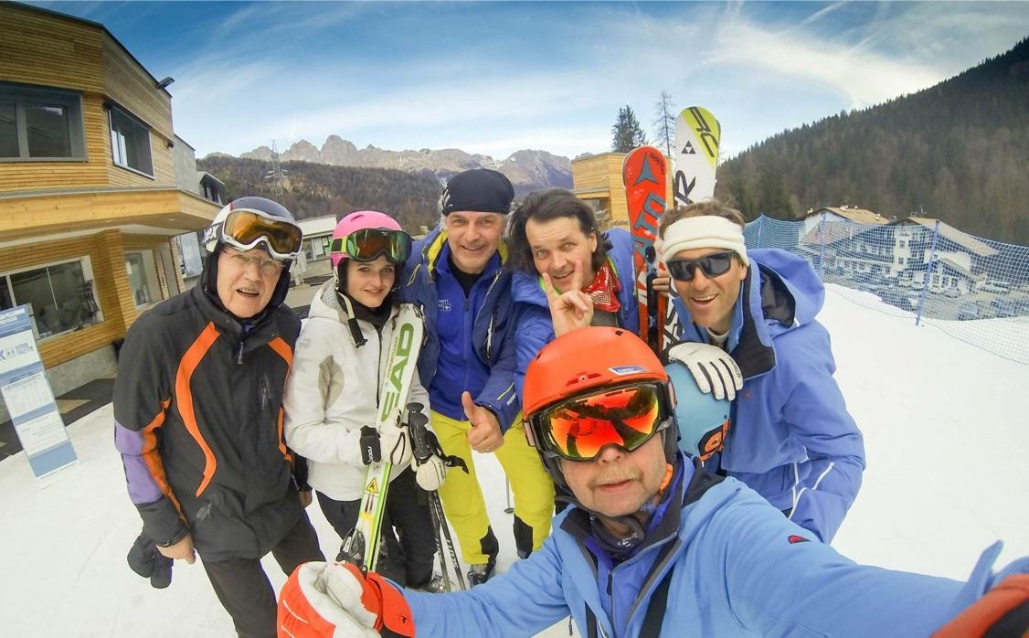 Wann fährt man schon mal mit enem leibhaftigen Skiass über die Pisten? Alle Fotos: Peter Ehler