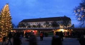 Weihnachtsdorf in Schloss Hof in Donau Niederösterreich